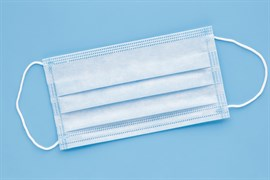 Защитная медицинская одноразовая маска, 100 шт. Трехслойная с фиксатором для носа.